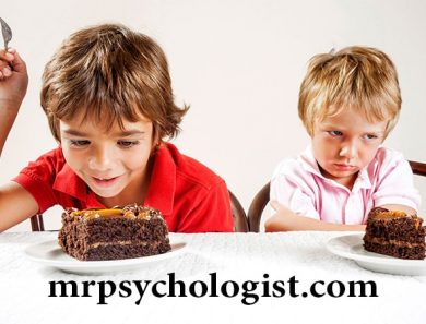 آیا پدر و مادر بین فرزندان فرق میگذارند؟