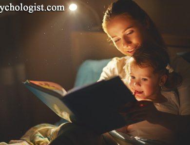 چرا باید هر شب برای کودک داستان گفت و کتاب خواند؟ قصه گفتن برای کودک