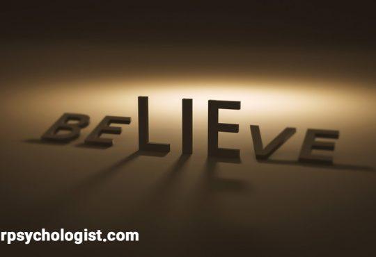 چرا ما دروغ را باور میکنیم؟ چرا واقعیت را نمیپذیریم؟