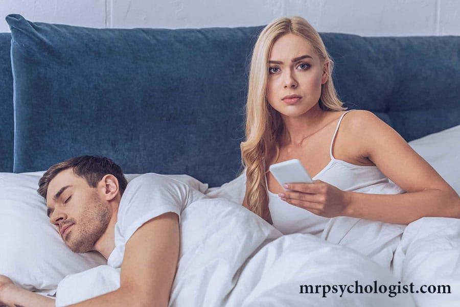 آیا چک کردن موبایل همسر کار درستی است؟